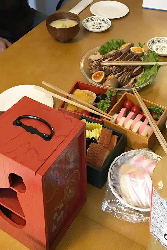 特別な日に、お料理を遊山箱に詰めて