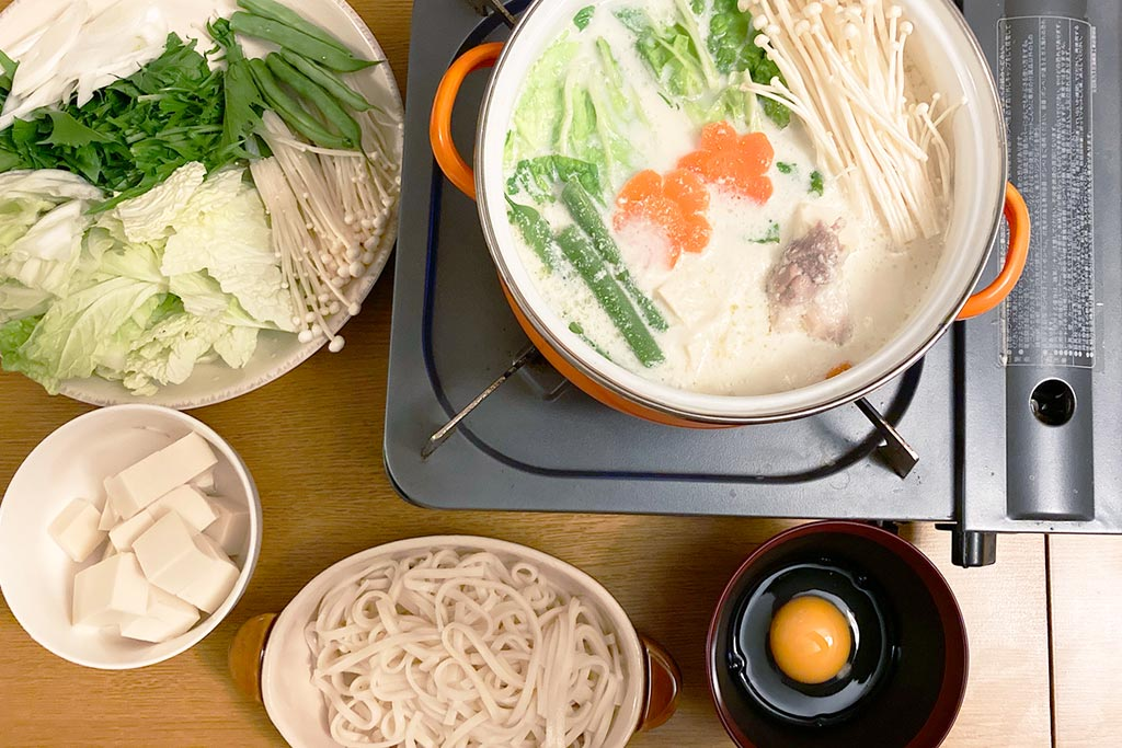飛鳥鍋と野菜:最後のシメにうどんを入れます