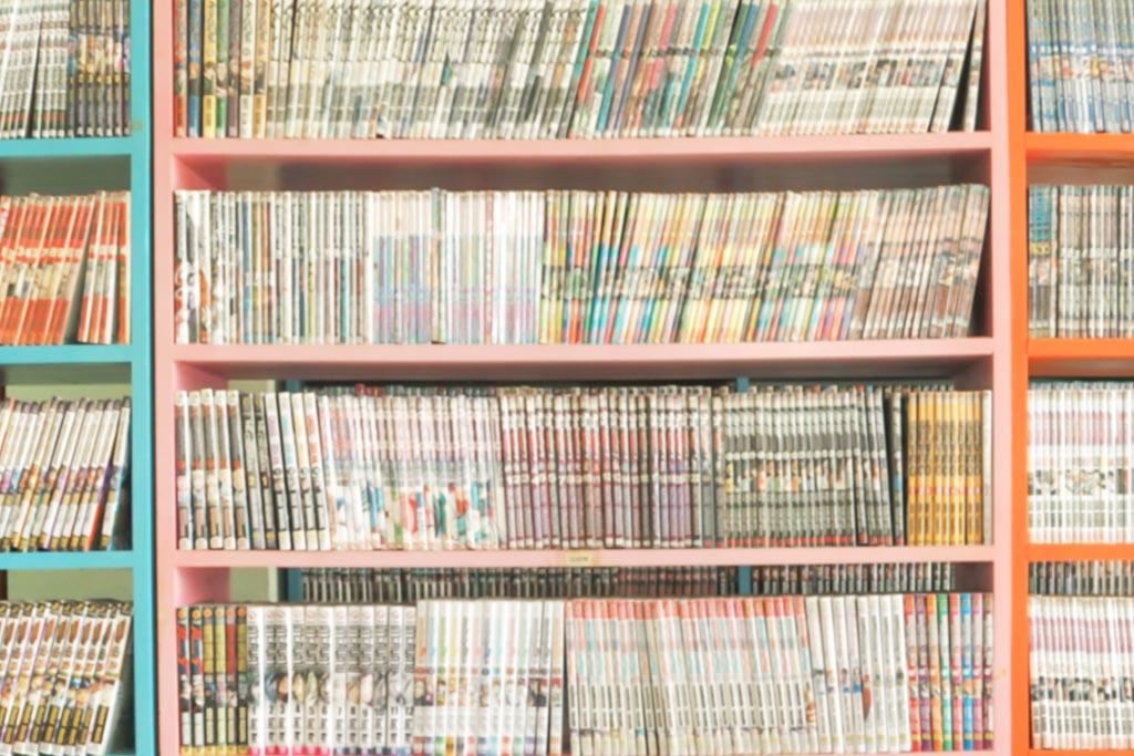 本棚いっぱいの漫画